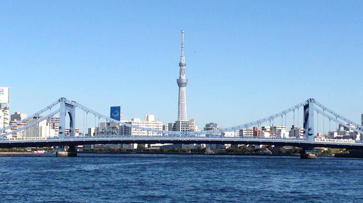 隅田川に架かる清洲橋と東京スカイツリー